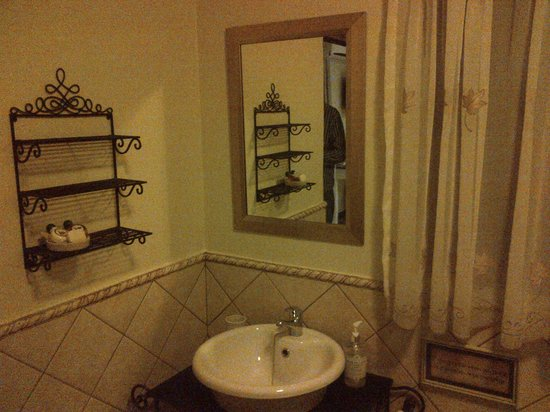 Farmhouse Lodge: Bathroom