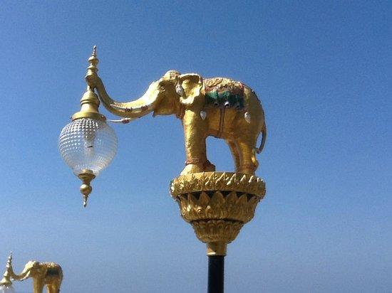 Jamahkiri Resort & Spa: Outside light fittings were a work of art