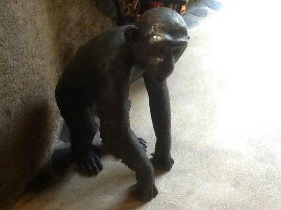 Jamahkiri Resort & Spa: Interesting statues were placed around the site
