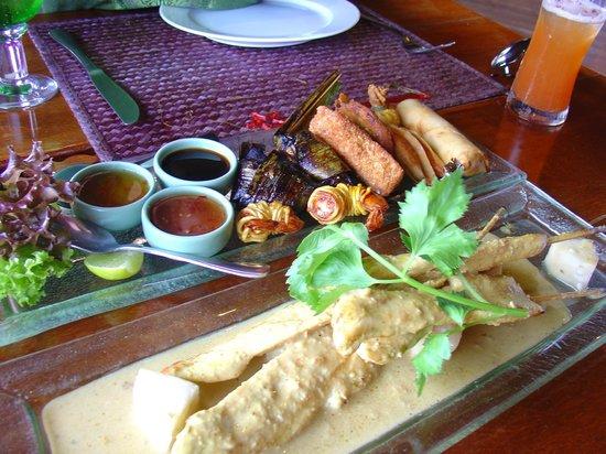 Jamahkiri Resort & Spa: Chicken Satay Starter - delicious