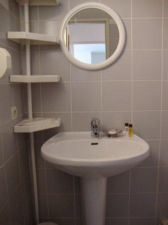 Motel Saint Michel : Salle de bains 1