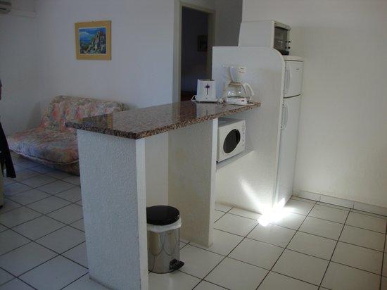 Motel Saint Michel: Cuisine - séjour