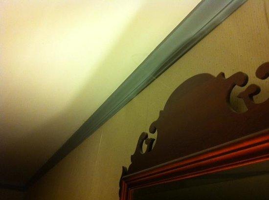 Quality Inn and Suites Lantern Lodge: cobweb