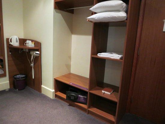 Premier Inn London City (Tower Hill) Hotel: Premier Inn room