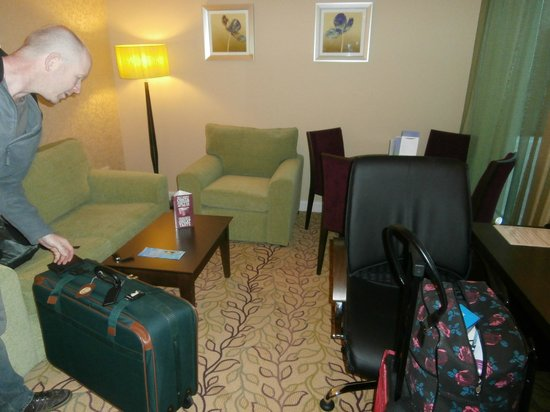 Courtyard by Marriott London Gatwick Airport: comfy place to chill