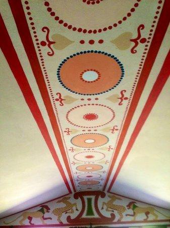 B&B Qui dormi l'Etrusco: il soffitto della camera