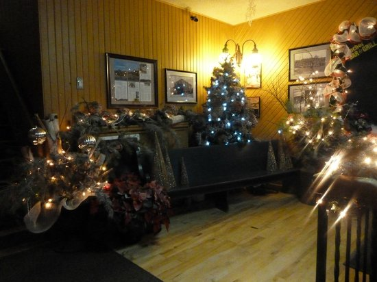 Anchor Inn Hotel: Chritmas in our Lobby