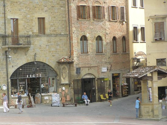 La Corte del Re: View from the Michelangelo Room - Windows overlook the Piazza