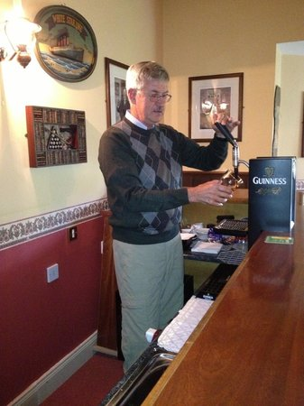 Brook Lodge Hotel : Draught Guinness in the bar!