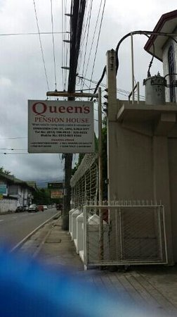 Queen's Pension House: The simple signage outside