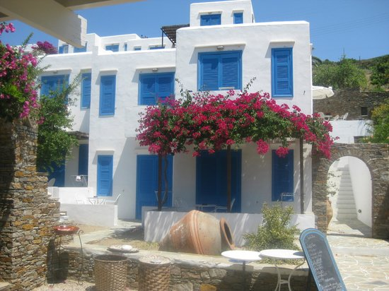 Alexandros Hotel: beautiful bougainvillaea