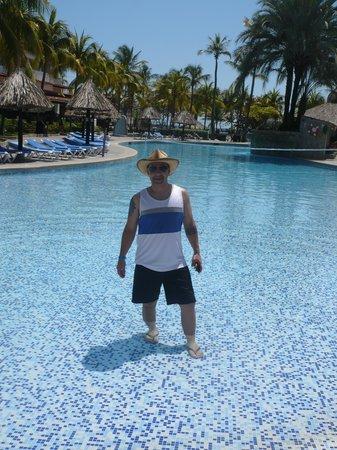 Isla Caribe Beach Hotel: en una de las piscinas.
