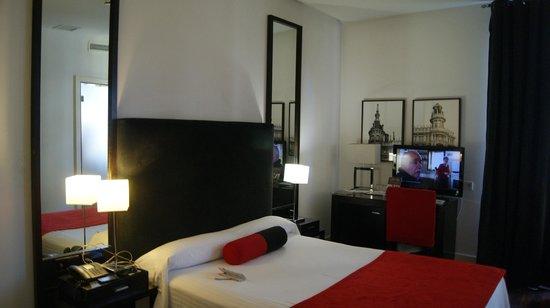 Quatro Puerta del Sol Hotel: O quarto