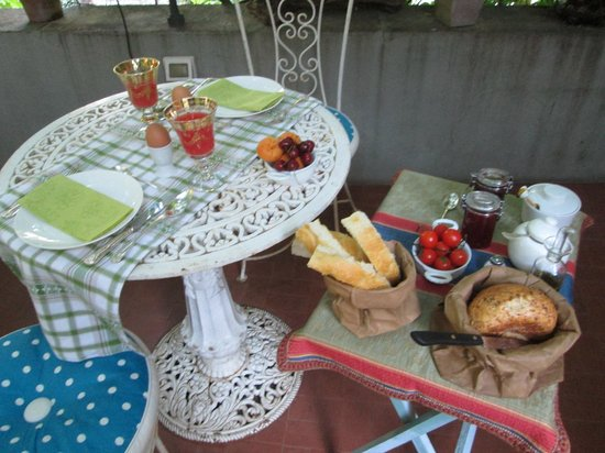 Locanda Sant'Agostino Maison de Charme : Breakfast on the terrace