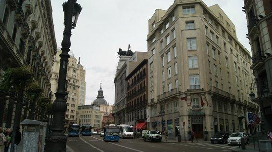 โรงแรมควาโตรปูเอตาเดลโซล: A fachada
