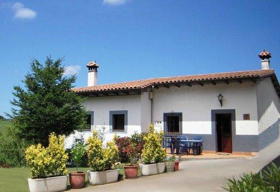Casa Rural San Juan: Fachada y Terraza