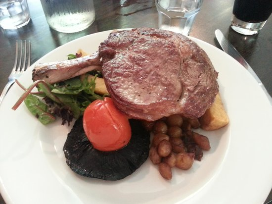 The Cowdray Arms: Renowned steak. Really, very good