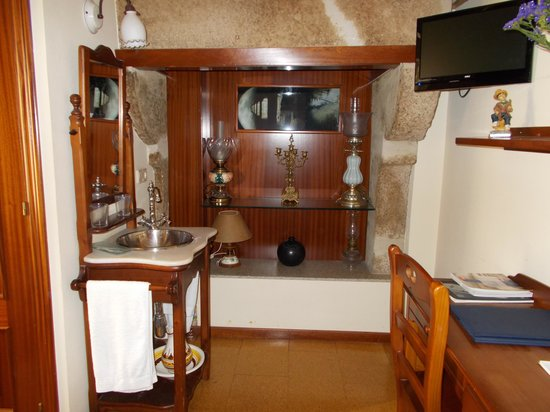 Hostal Alfonso: alcove with lamps in room 201