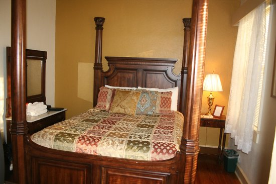 Inn At The Olde Silk Mill : our room