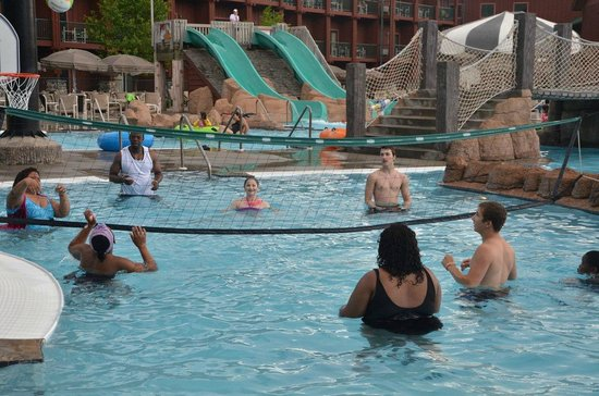 Wild West Waterpark: volleyball in the pool