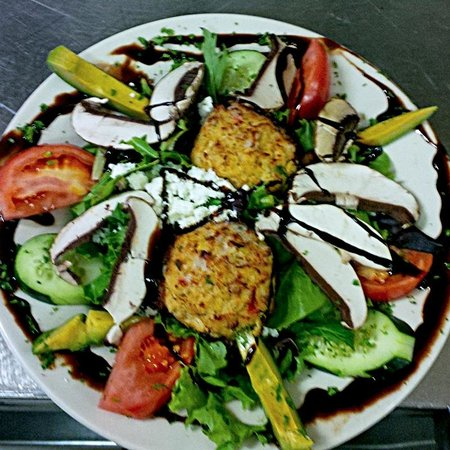 Metro Diner: Maryland Crab Cake Salad