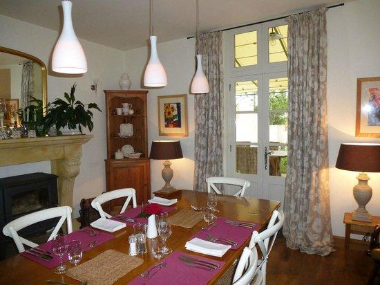 Maison Laurent: dining area off kitchen