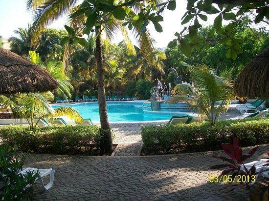 Hotel Riu Playacar : Otra vista de las piletas
