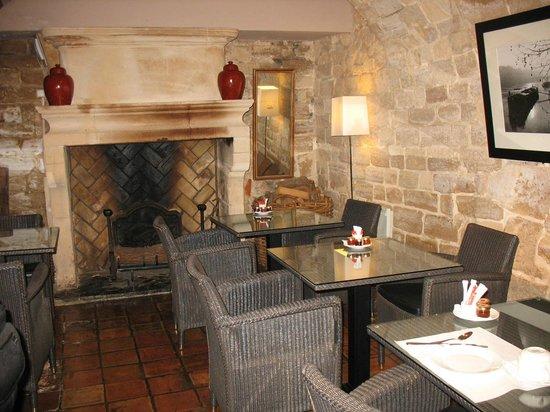 Hotel des Deux Iles: cozy breakfast room