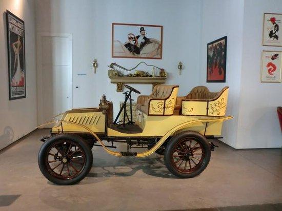 Automobile and Fashion Museum: De Dion-Bouton - France 1904