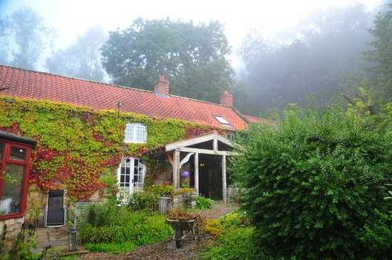 Carr House Farm Bed and Breakfast: The fog rolls in