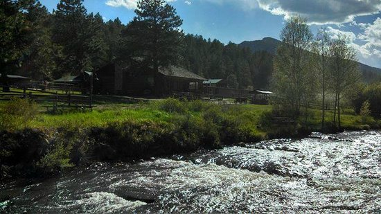 North Fork Ranch: Ranch has beautiful views and lodging.