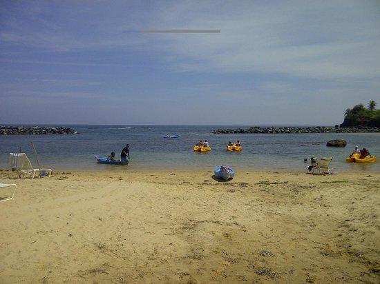 Golden Sands Villas: Beach Area