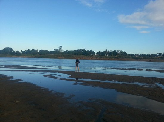 Mandrare River Camp : crossing the Mandrare River - to do walks