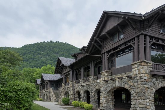 Bear Mountain Inn facade
