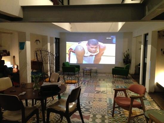 Stayinn Barefoot Condesa: Watching the NBA final in the lobby with our projector.