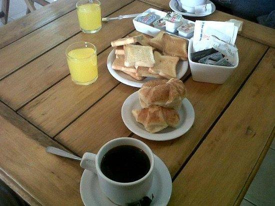 Las Grutas de Colon: Desayuno Continental para 2 pax