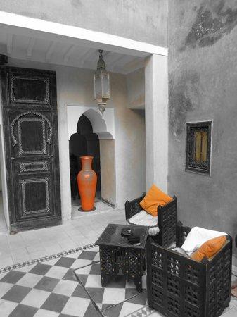 Riad Alamir: lobby