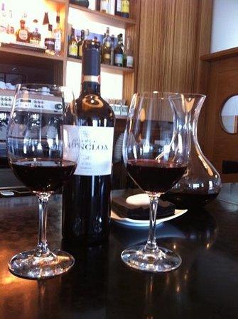 Restaurante Marina Davila: probando vino de La Tierra De Cádiz
