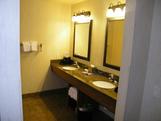 De badkamer douche en wc aparte ruimte picture of best western