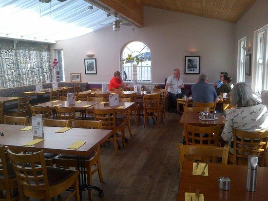 Cottage Kitchen: Inside