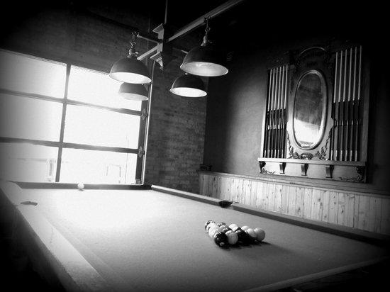 Iron Horse Hotel: Pool Table