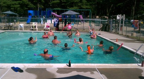 Woodmore Campground: Swimming pool during adult swim