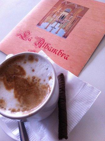 Cafe La Alhambra: Una LAGRIMA mi preferido,café cortado con leche mi preferido