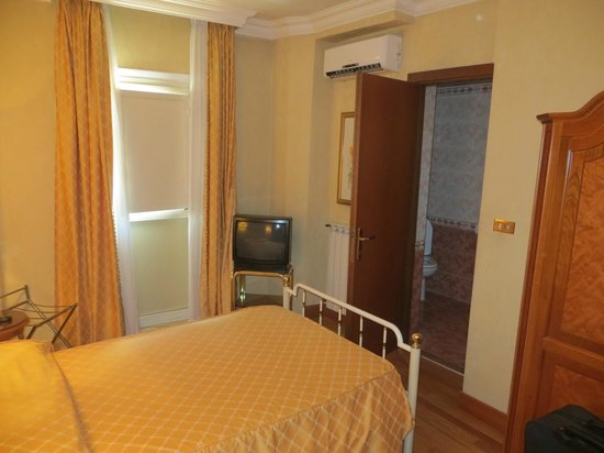 Leonardi Sistina Hotel : My room was very comfortable