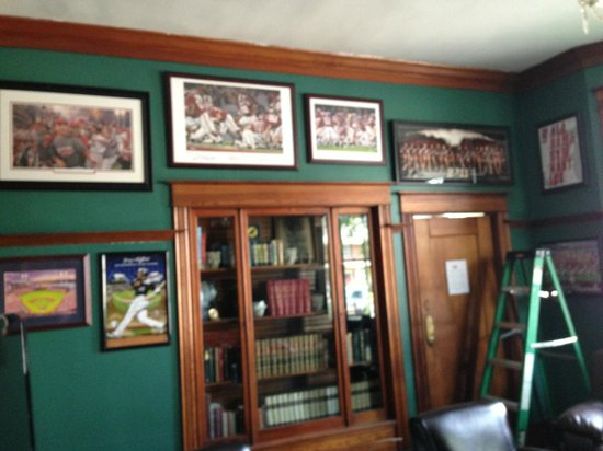 R&R Cigars: The new sports room
