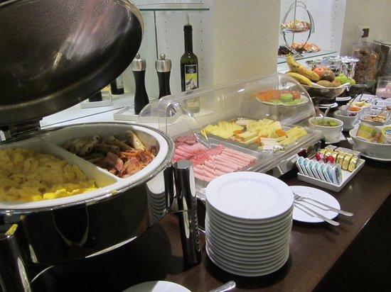 Hotel Helmhaus: Breakfast