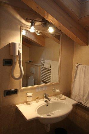 Hotel Capriolo: Particolare del bagno