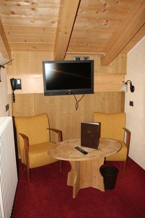 Hotel Capriolo: Tv in camera