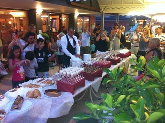 Hotel Galassia: serata 120 torte