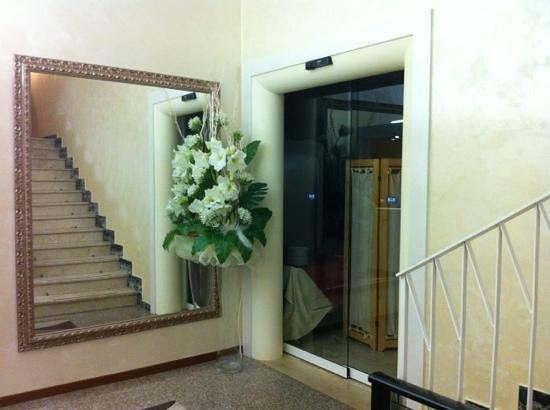Hotel Galassia: arredamento nuovo e ingresso sala automatica